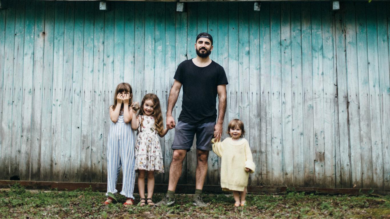 <em>Instagram</em> tētis Raimonds Logins: <strong>Bērnu acīs tētim jābūt supervaronim!</strong>