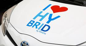 <em>Toyota</em> aicina auto īpašniekus pārbaudīt, vai <strong>automašīnu skāris rūpnīcas atsaukums</strong>