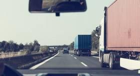 Vairākkārtīgi palielina <strong>sodu par braukšanu bez OCTA polises</strong>