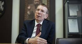 <strong>Rinkēvičs iesaka anulēt uzturēšanās atļaujas vai vīzas</strong> pašizolācijas režīma pārkāpējiem