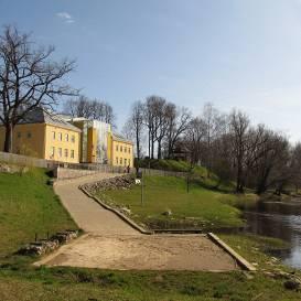 <strong>Ko tu zini par Krāslavu, Valmieru un Saldu?</strong> Latvijā radīta aizraujoša pilsētu spēle <em>Pilsētas ABC</em>