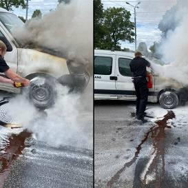 Garāmbraucoši VUGD inspektori <strong>steidz palīgā uz ielas degošam auto</strong>