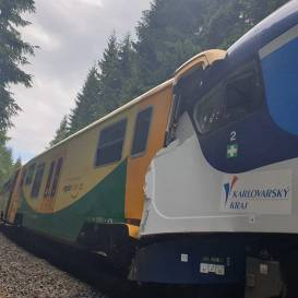 FOTO: <strong>Čehijā saduras divi pretīmbraucoši pasažieru vilcieni</strong> — divi bojāgājušie un aptuveni 20 ievainotie