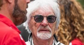 Bijušais F1 boss Eklstouns <strong>89 gadu vecumā beidzot ticis pie dēla</strong>