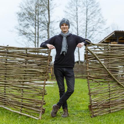 FOTO: Ciemos pie Dāvja Frīdenvalda — <strong>programmētājs ar zaļajiem pirkstiņiem</strong>
