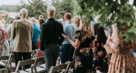 Kā izvēlēties atbilstošāko apģērbu <strong>kāzu svinību apmeklēšanai</strong>