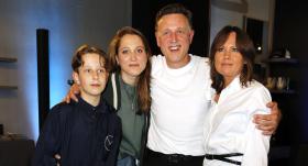 Dziedātājs Normunds Rutulis <strong>izdod meitu pie vīra</strong> un lepojas ar dēlu