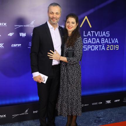 ARMANDS TRIPĀNS un VIKTORIJA TRIPĀNE, kas tobrīd bija gaidībās, Latvijas Gada balvas sportā 2019 ceremonijā pagājušā gada decembrī.