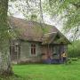 FOTO: <strong>Tipiskas pilsētnieces lauku māja Kauguros</strong> — izremontēta pašu spēkiem draugu talkās