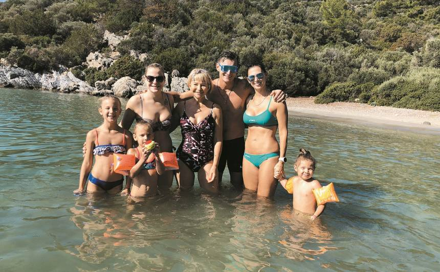 Nupat oktobrī atpūtā Turcijā - Mārtiņš ar meitām, sievu, mammu un jaunāko māsu.