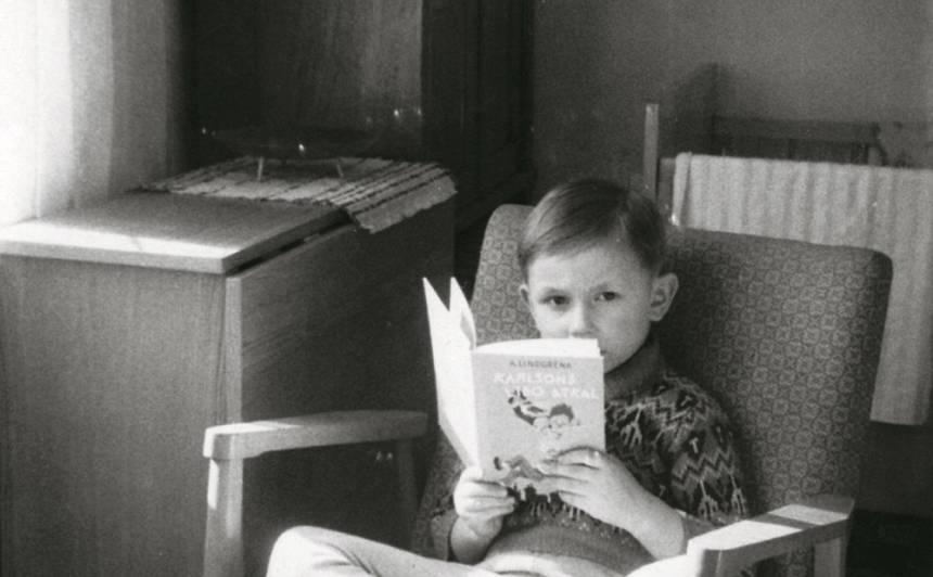 Paipusītis ar Karlsonu. «Filmu nebija, tāpēc visa man bērnība bija šāda – es nepārtraukti lasīju.»