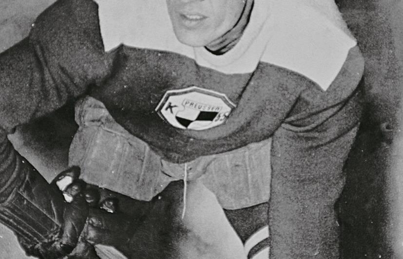 """Rūdolfs Veide Krēfeldes kluba krāsās. Kādreizējais """"dzeltenais tīģeris"""" kļuva par Vācijas hokeja izlases spēlētāju un piedalījies divos pasaules čempionātos (1954, 1955). Foto: Veides ģimenes kolekcijā (autors nezināms)."""