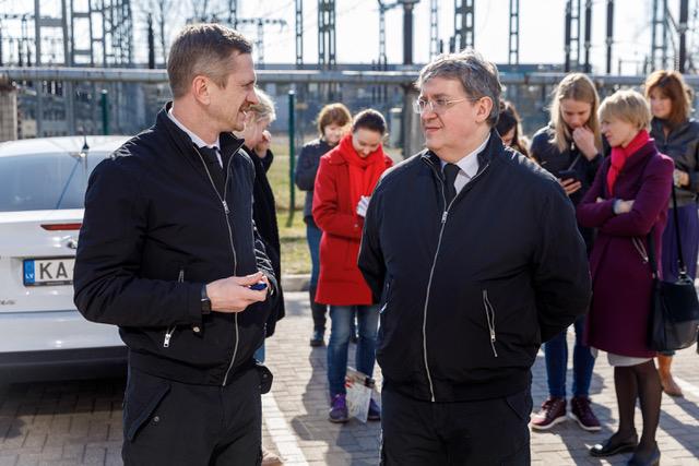 Jānis Skutelis un Žoržs Siksna filmēšanas laukumā