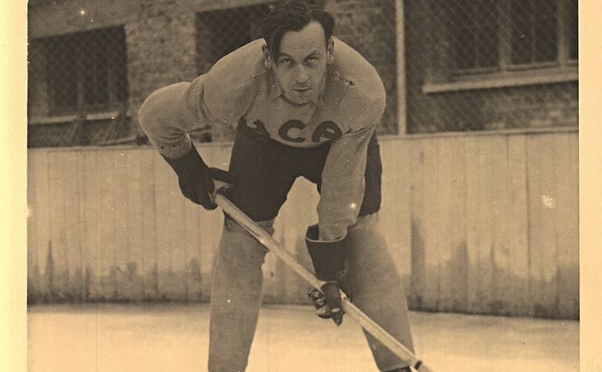 Ilggadējais Latvijas izlases uzbrucējs Roberts Bluķis kļuva par HC Augsburg spēlējošo treneri un aizsardzības stūrakmeni. Foto: Bluķu ģimenes kolekcijā (autors nezināms)