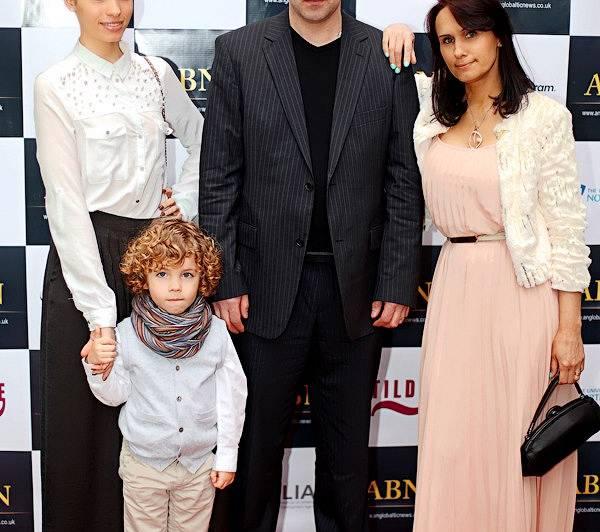 Saita ar dēliņu Taileru, mammu Judīti un viņas vīru Mārtiņu 2013. gadā