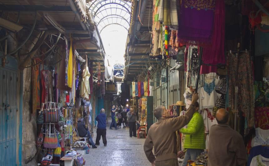Musulmaņu kvartāla ieliņas pilnas trokšņu, garšu un smaržu.