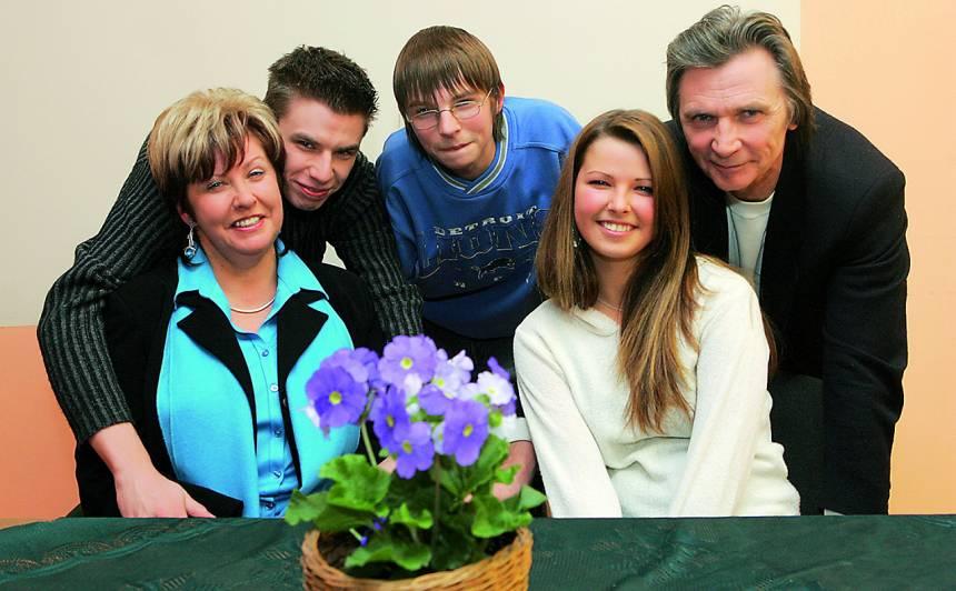 Viktors Lapčenoks ar sievu Indu un bērniem: Madaru, Rūdolfu un Elīnu