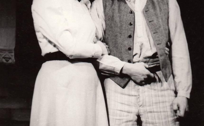 Antonija - Astrīda Kairiša, Aleksis - Rolands Zagorskis 1975. gada iestudējumā