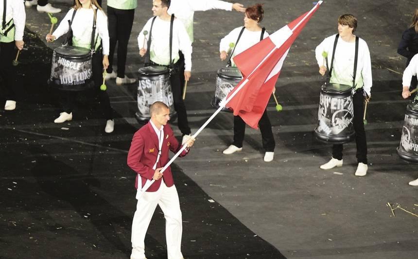 Londoenas Olimpisko spēļu atklāšanā Mārtiņš nesa mūsu valsts karogu.