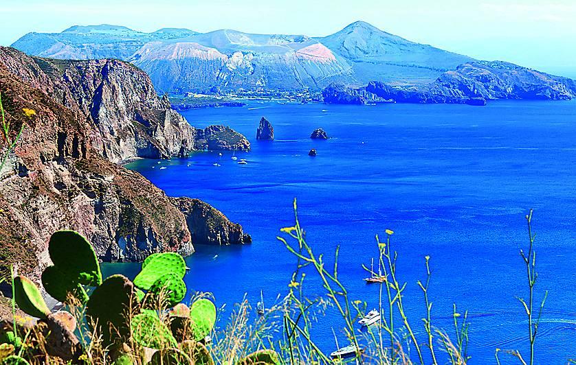 Eola jeb Lipāru salas