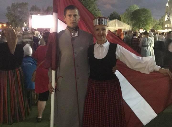 Pirms pāris mēnešiem PDz rakstīja, ka pajukušas JURA JURAŠA attiecības un viņš sadejojies ar valmierieti ILZI TUPURIŅU ne tikai deju kolektīvā Agrā rūsa, bet arī dzīvē.