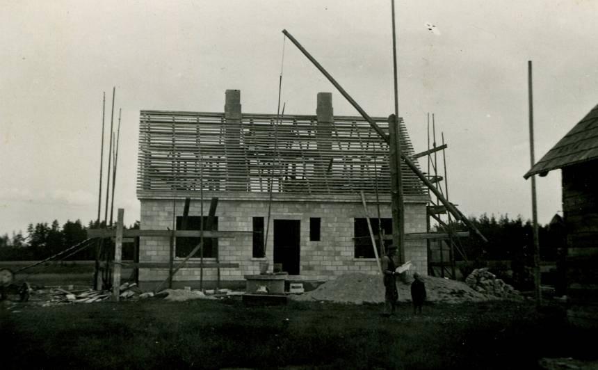 1940. gads – no modernā siporeksa paša rakstnieka celtā māja gandrīz gatava.