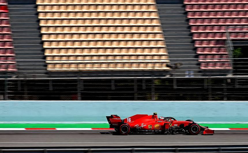 2020. gada F1 sezonas vizītkarte - tukšas skatītāju tribīnes.