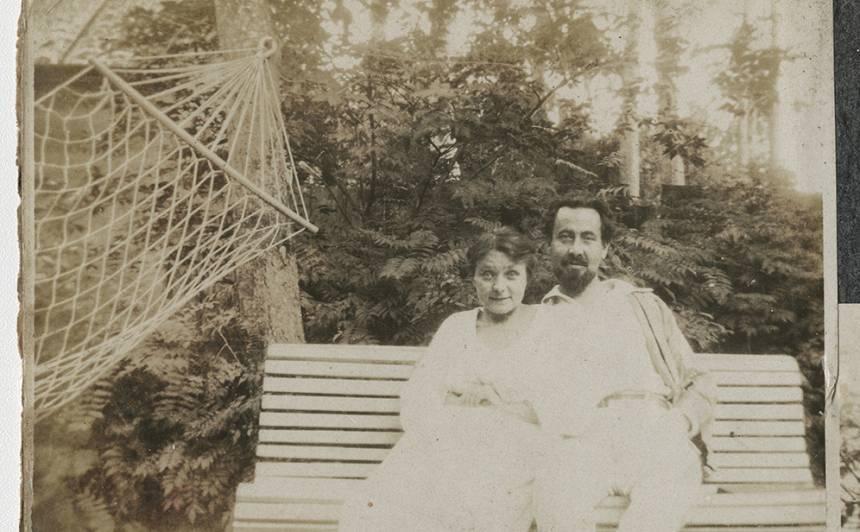 Eduards Smiļģis ar pirmo sievu Bertu Āboliņu-Smiļģi Majoros ap 1920. gadu.