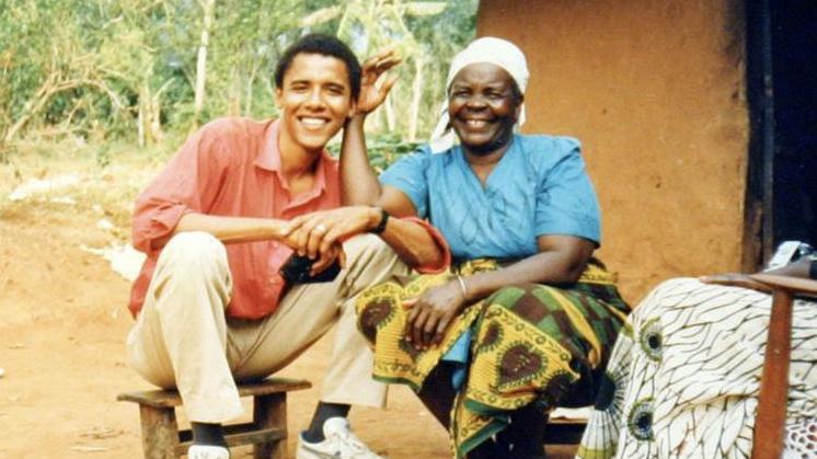 Sāra Obama ar mazdēlu Baraku