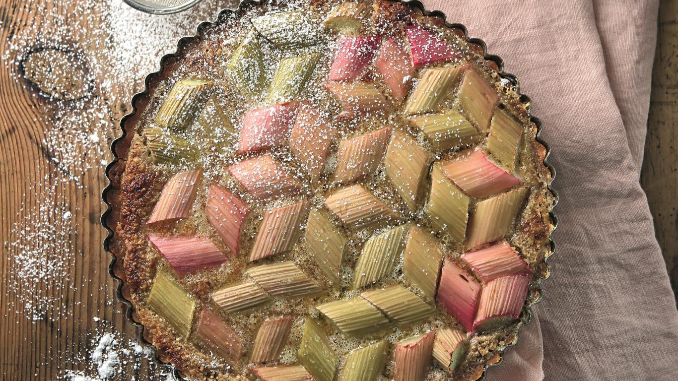 Rabarberu tarte ar mandeļu pildījumu