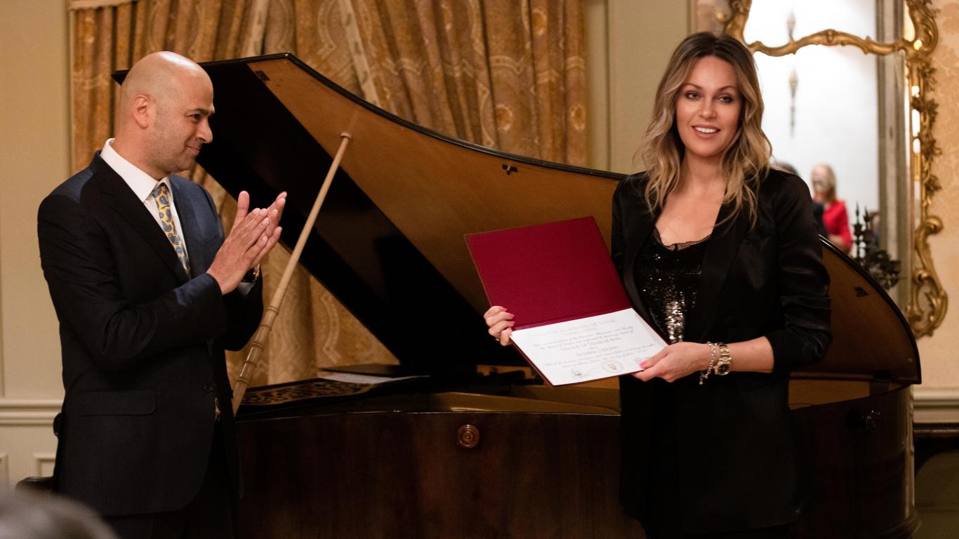 Kristīne Opolais un Kipras Filharmonijas orķestra prezidents Jannis Hadžiloizu