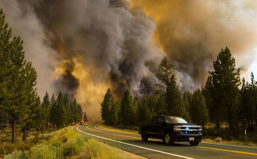 Meža ugunsgrēki ir tikai viena no klimata pārmaiņu sekām.
