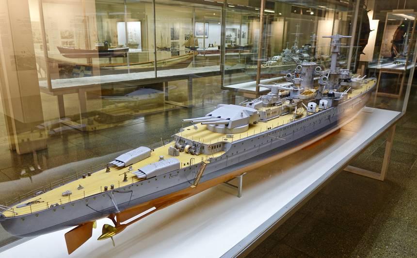 Kuģa Bismarck modelis muzejā Minhenē