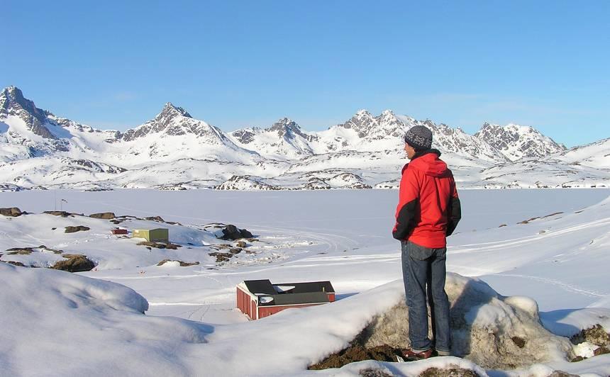 Tasilakas apkaime pirms ekspedīcijas. Toms raugās uz kalniem un ledāja. Kas notiks nāka,ās 32 dienas?