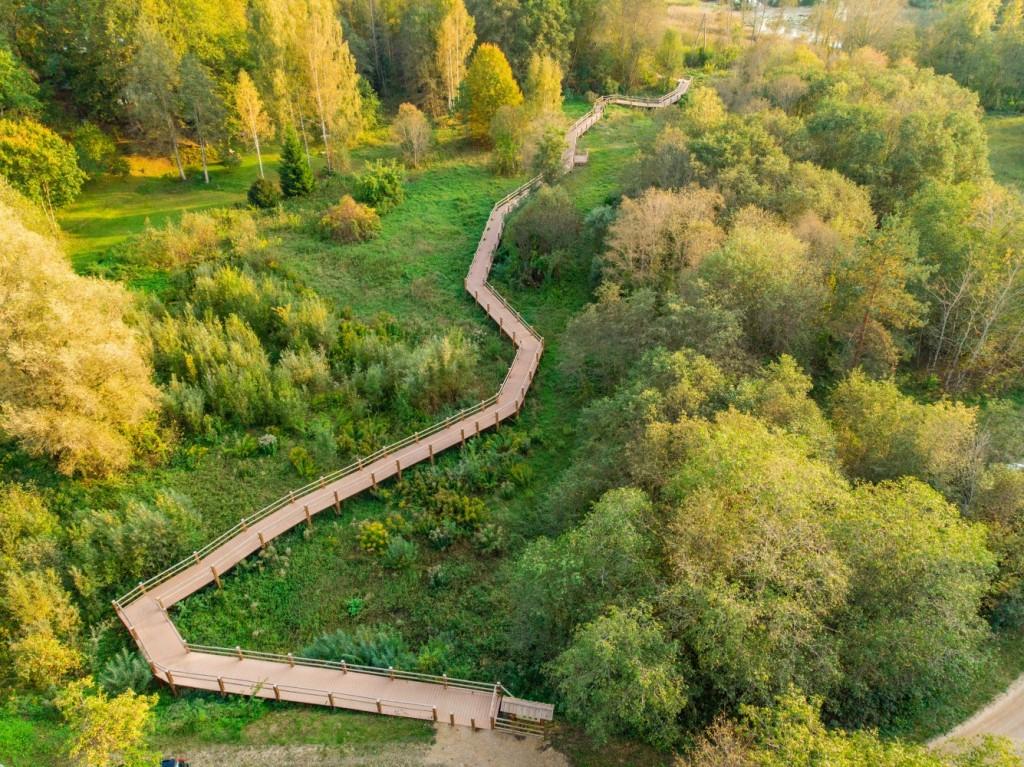Šajā dabas takā apskatāma Līgavas ala, Dzidravots, strautu ūdenskritumi un fragmenti no senas kamaniņu sporta trases.